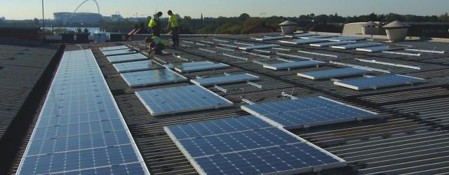 """Zkušenosti ze Spojeného království Velké Británie a Severního Irska – pokračování 2014 Rozhodnutí z roku 2011 vstoupit na zahraniční trh s """"fotovoltaikou"""" se zdál být..."""